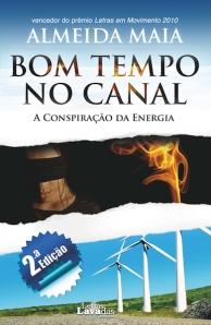 Capa da autoria de D.er Miguel Maia, com a participação de Marisa Oliveira.