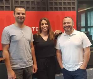 """Hugo França (realizador) e Pedro Almeida Maia (argumentista) em entrevista cedida a Cristina Oliveira da Antena 1 Açores, acerca da série de TV """"Islanders""""."""